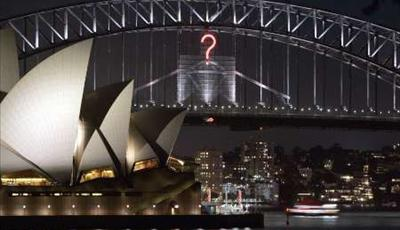 Sydney New Year's Eve 2006 - 'A Diamond Night In Emerald City' Question Mark Bridge Effect Photograph: REUTERS/Will Burgess (AUSTRALIA)